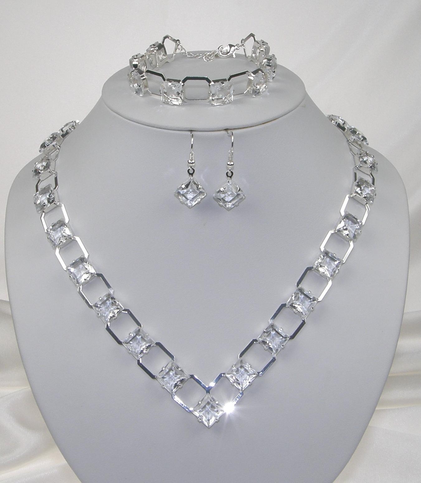 90b9b18f9be Souprava se šperky originální svatební bižuterie - náhrdelník + náušnice s  afroháčkem + náramek