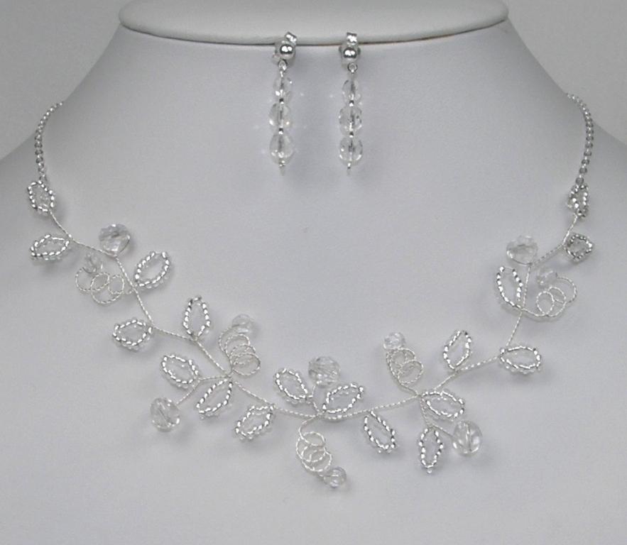3d0d80ccc6d Souprava svatební bižuterie z korálků - náhrdelník + náušnice s puzetou