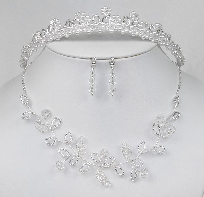 9b2073534ac Souprava svatební bižuterie z korálků - náhrdelník + náušnice s puzetou +  korunka do vlasů