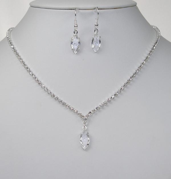 292a9f3b5fd Souprava svatební bižuterie - štrasový náhrdelník + naušnice s afroháčkem