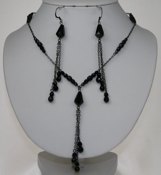 Souprava černé bižuterie z korálků - náhrdelník + naušnice s afroháčkem f73b5f95773