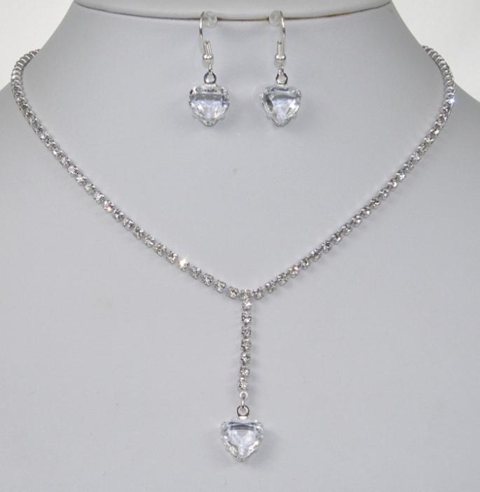 b8f767f6f6e Souprava se šperky svatební bižuterie - náhrdelník + náušnice s afroháčkem